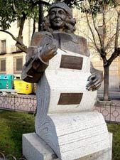estatua carmen martin gaite