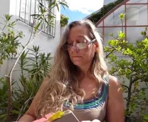 María Malusardi, leyendo