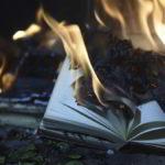 De la quema de brujas a la quema de libros