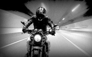 Un tipo en moto