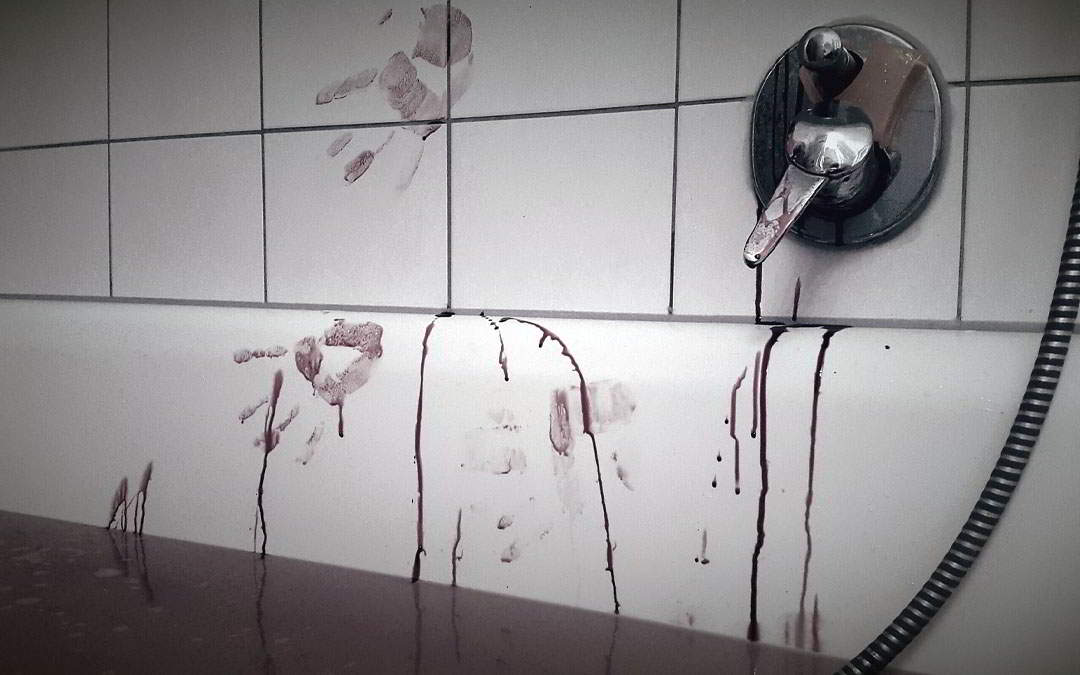 Hoy me resbalé en el baño (relato)